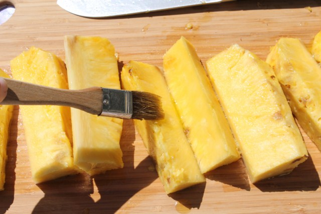 IMG 2085 640x480 How to Grill Pineapples    grilling steps and tips