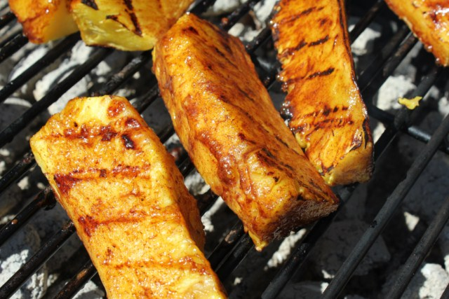 IMG 2088 640x480 How to Grill Pineapples    grilling steps and tips